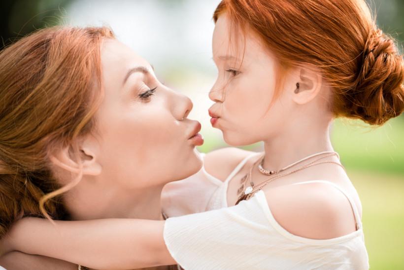 дитина проводить час з мамою