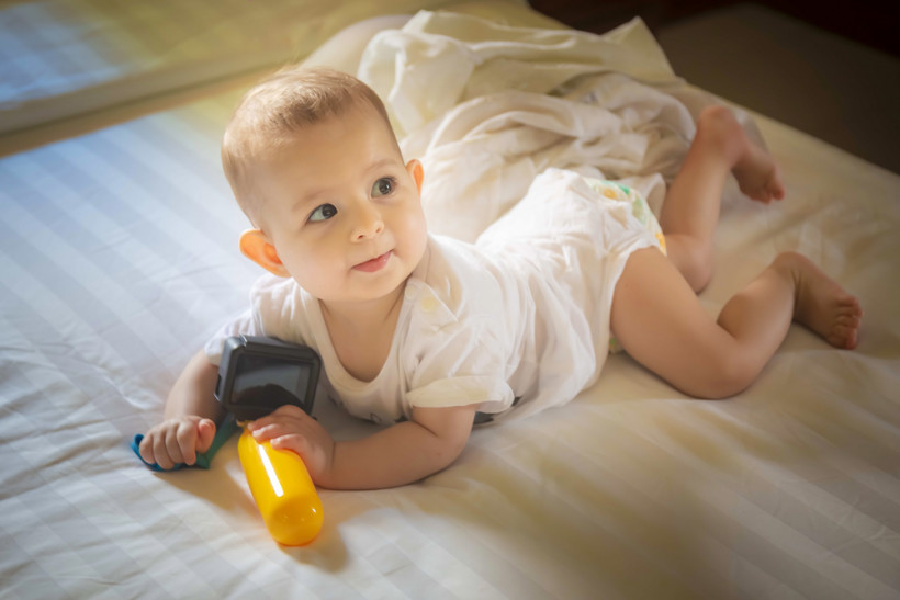 навыки ребенка в 8 месяцев