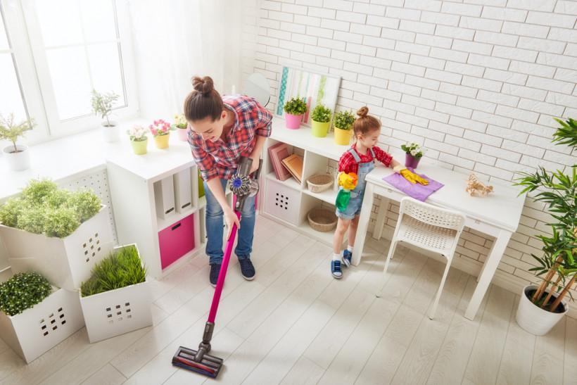 уборка мамы с ребенком