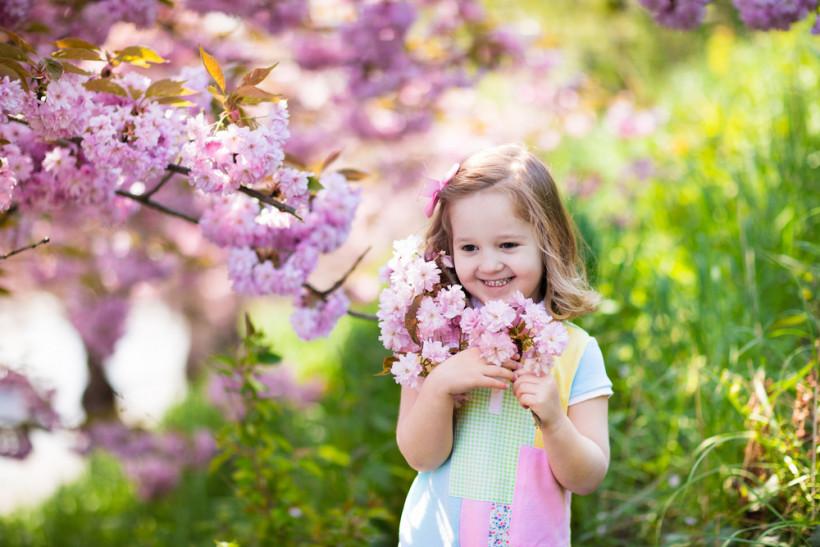 дівчинка весна