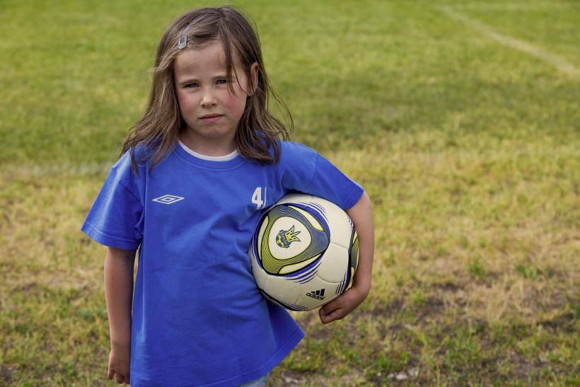 Девочка-футболистка