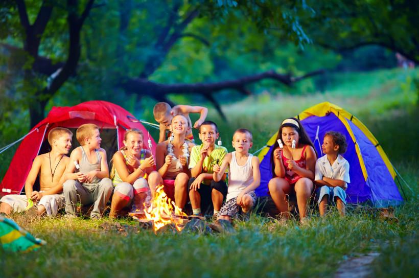 Дети в детском лагере