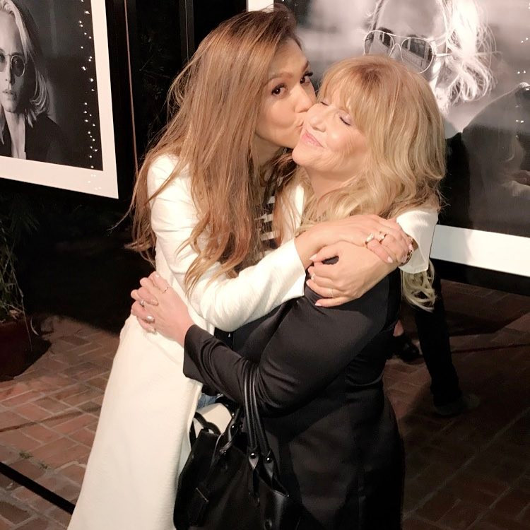 Джессіка Альба цілує маму
