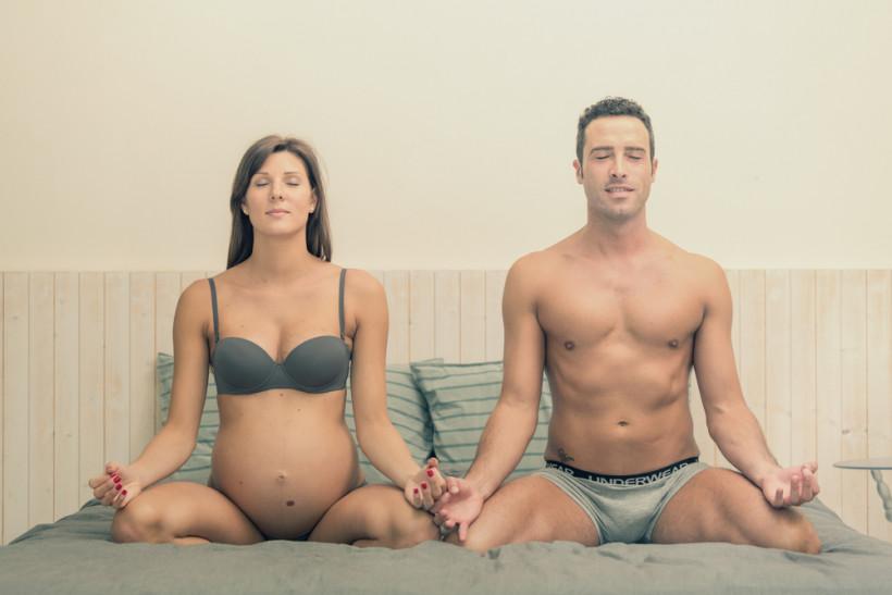 пара медитує