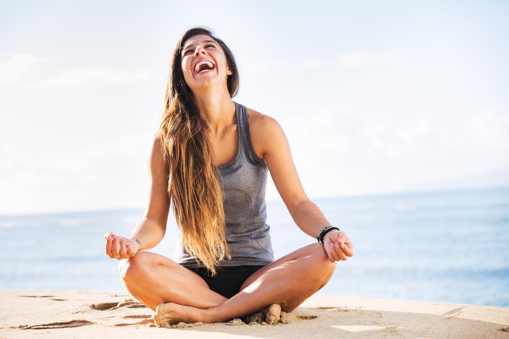 жінка медитує