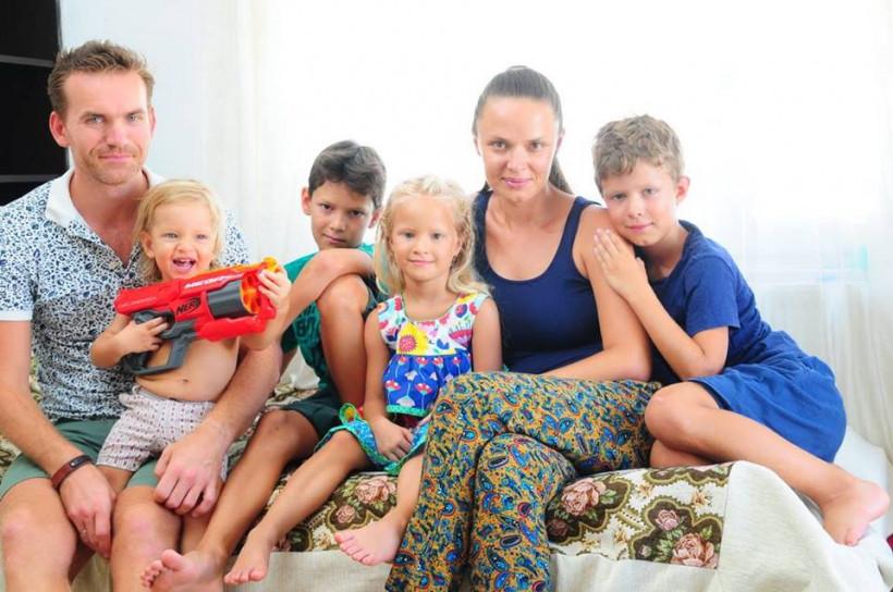 Євгеній із родиною