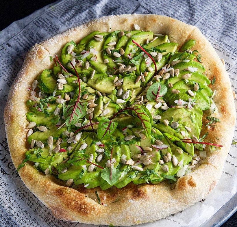 Пицца с авокадо 2
