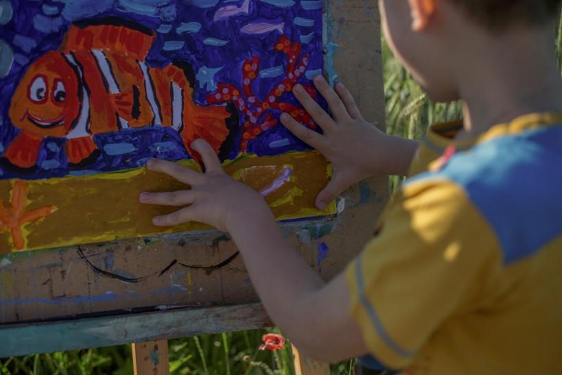 Маленькие взрослые - художник Юра