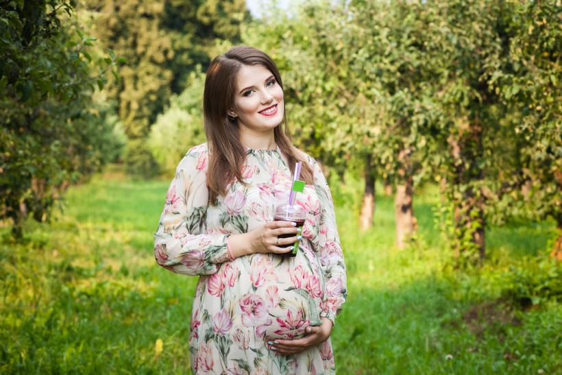 Беременная со смузи