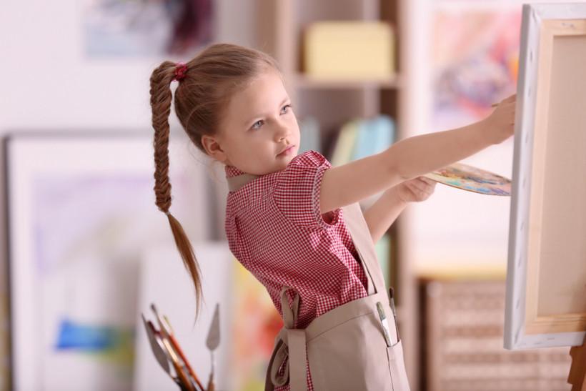 Девочка художник - развивающие занятия