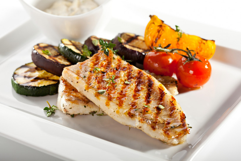 нежирне м'ясо і овочі гриль