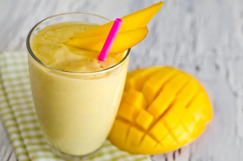 Смузі з манго і ананасом