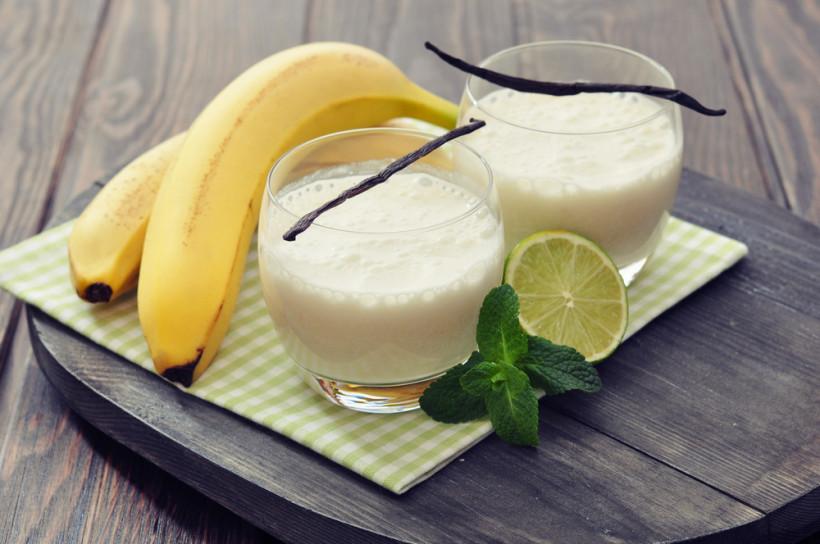 Смузі з бананом, грушею і ківі