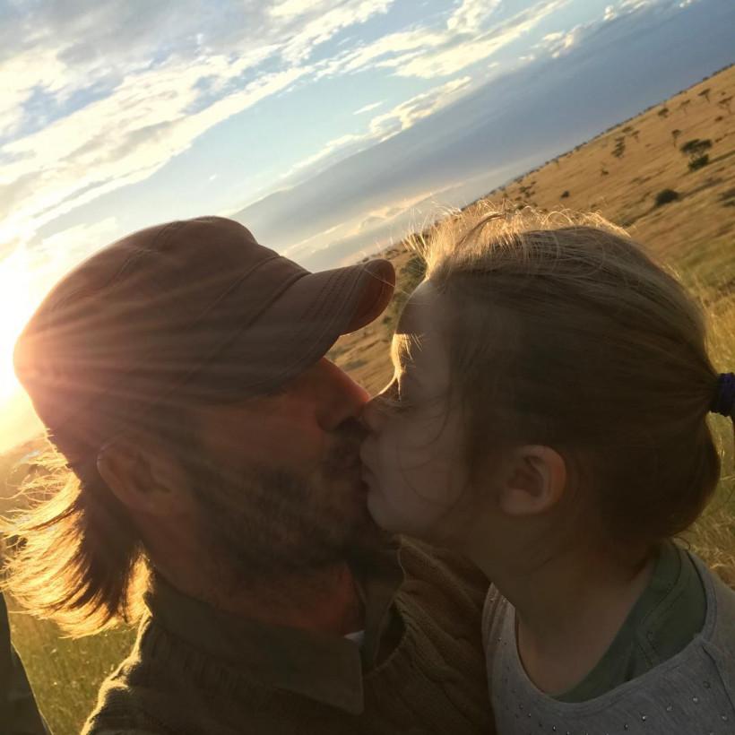 Дэвид и Виктория Бекхэм с детьми путешествуют по Африке