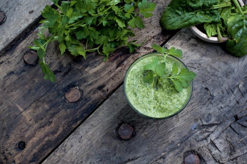 Свіжі зелені овочі та зелень