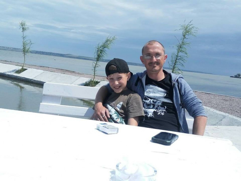 На море Джамаль и сын