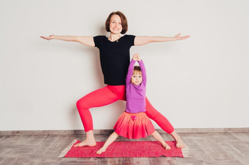 Детская йога с мамой