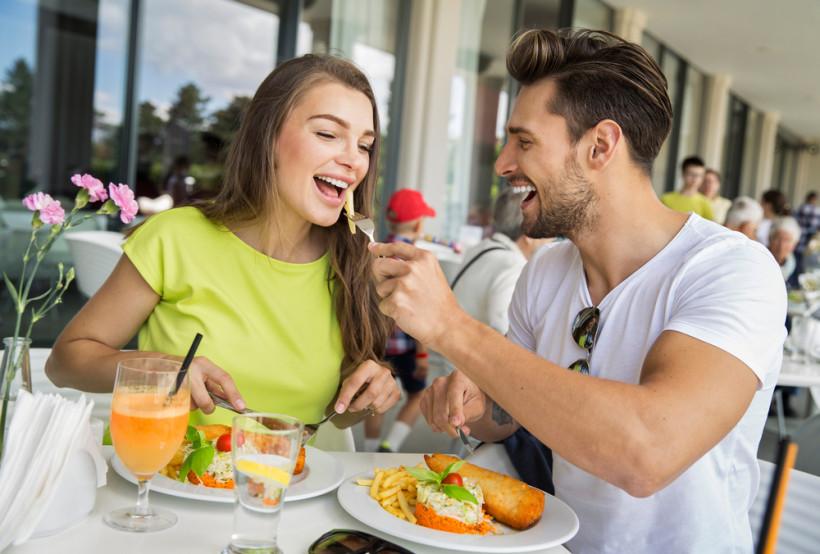 пара в ресторані