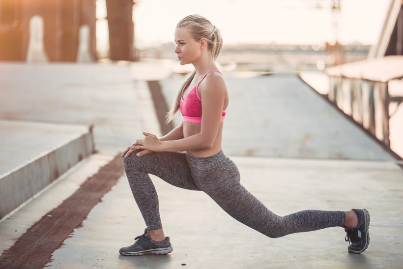 жінка тренується