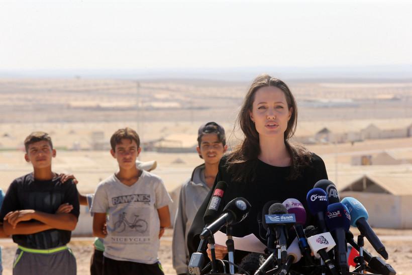 Джоли в Африке