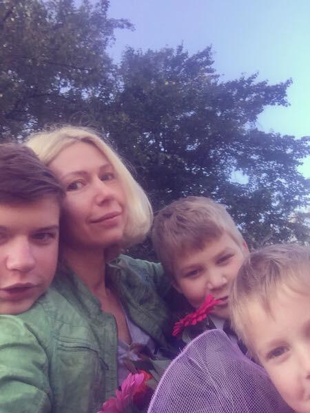 Янина Кудь с детьми