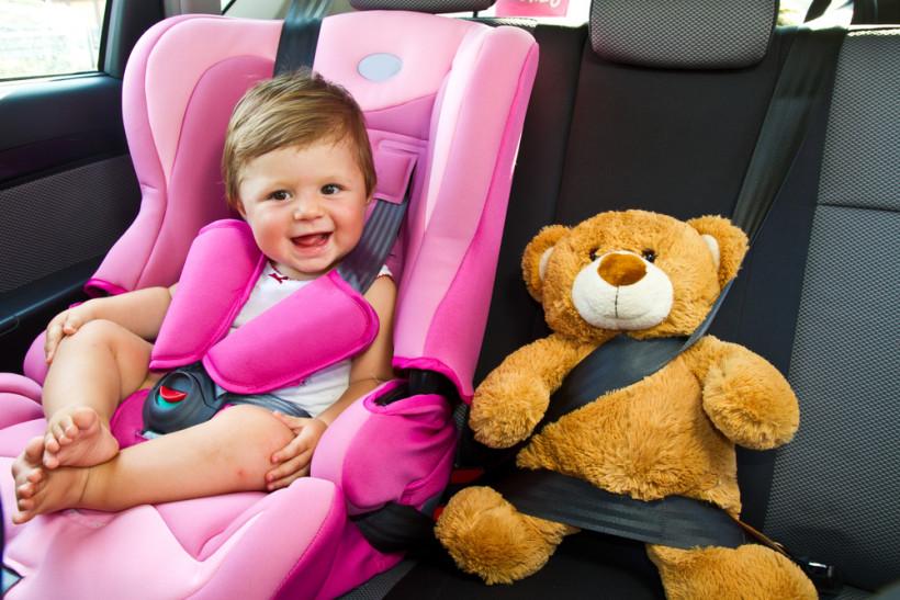 малюк у машині