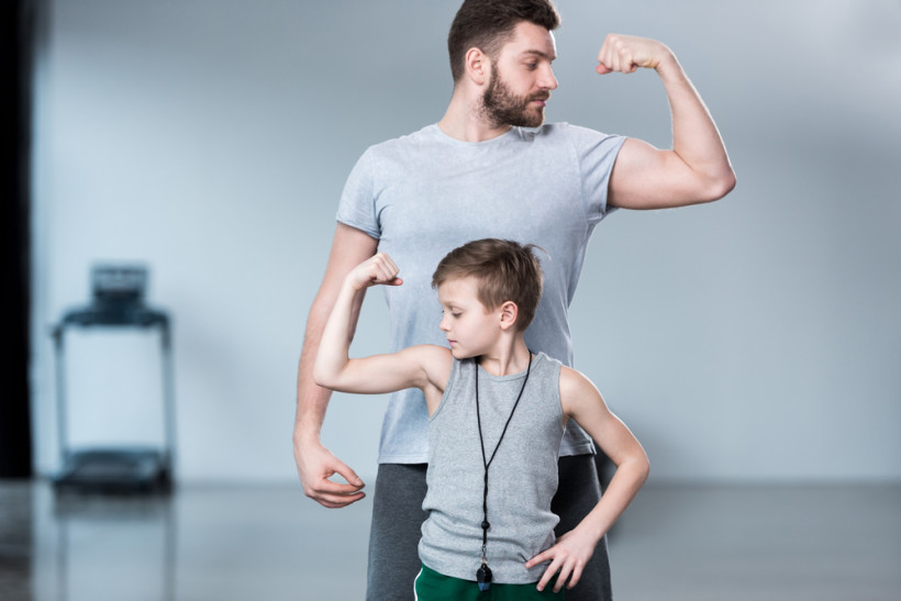 Папа и сын силачи