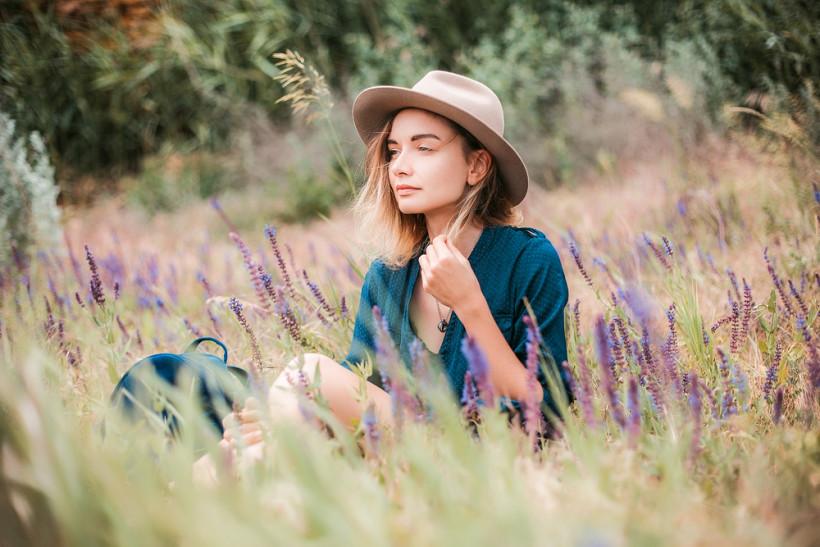 женщина в травах