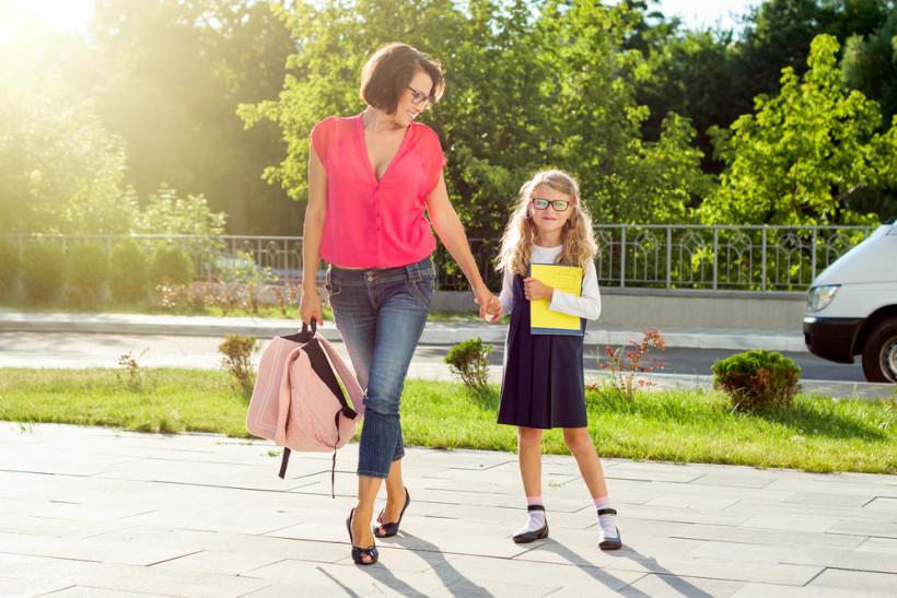 школьница с мамой