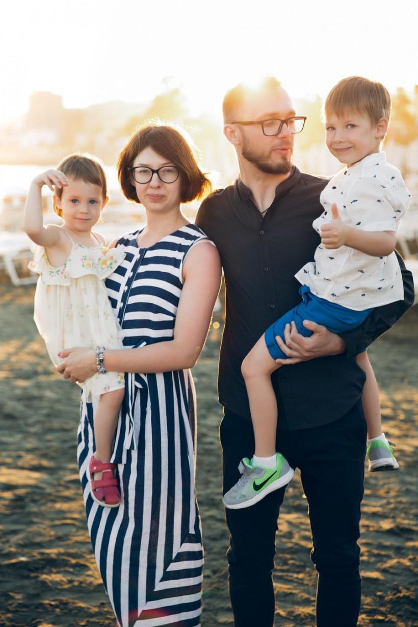 Аня з родиною2
