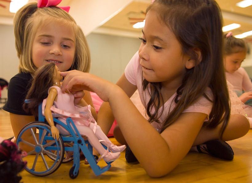аксессуар для кукол – инвалидное кресло