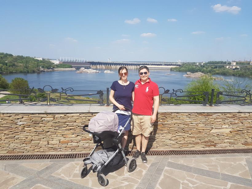 Молодая украинская пара с ребенком в США