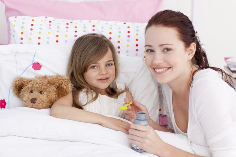 хвора дівчинка з мамою