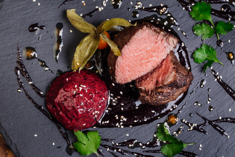 мясо и соус
