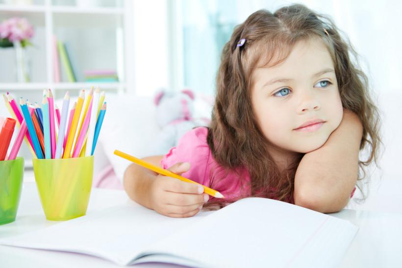 Девочка рисует мечты