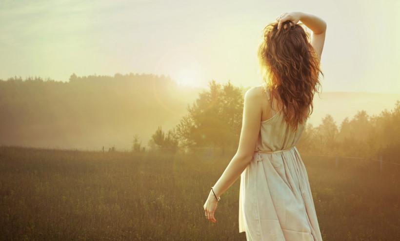 женщина в поле