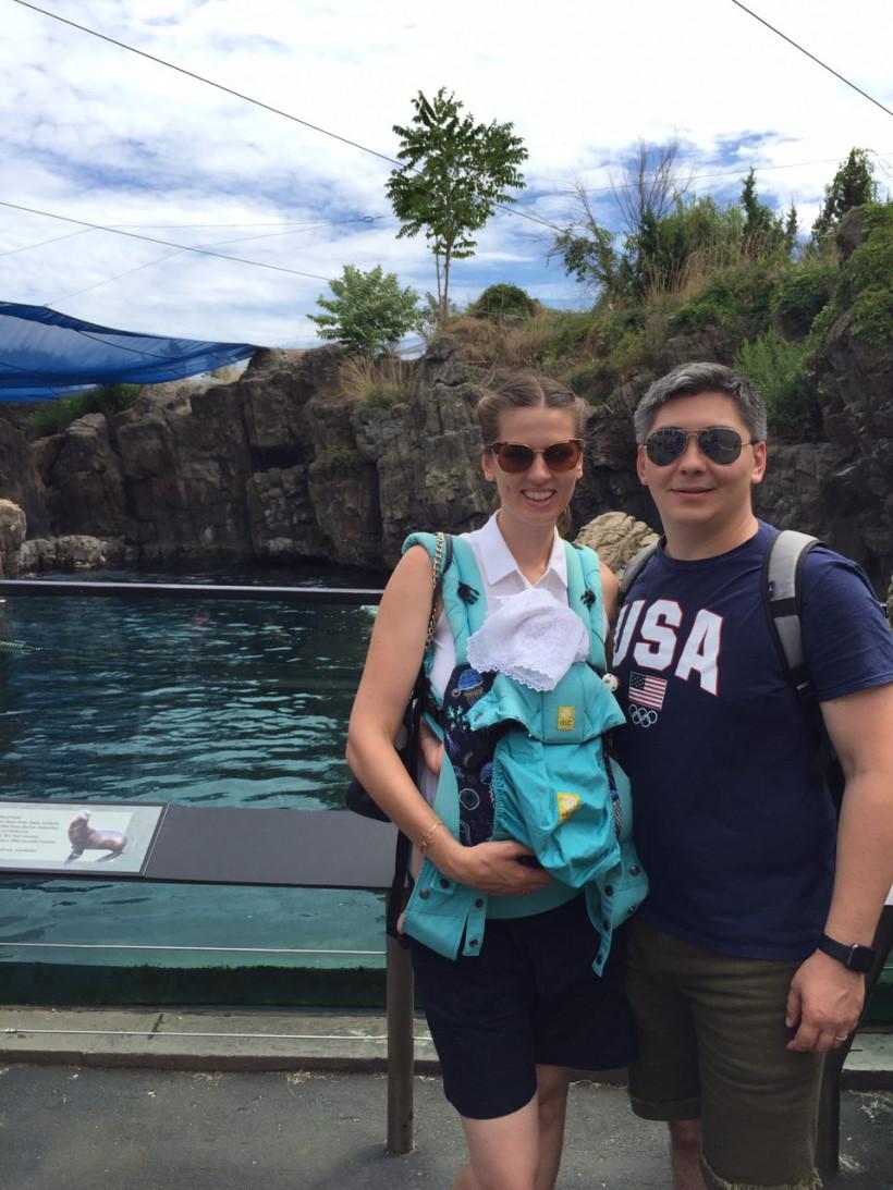 Александра - молодая мама из США с мужем и дочкой