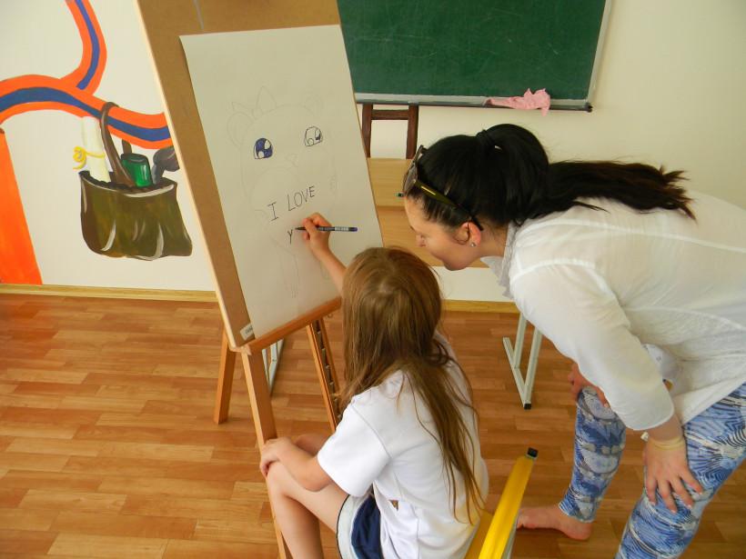 Дети в школе Відкриті крила