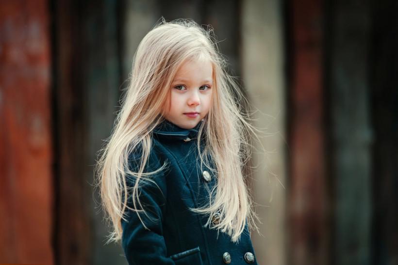 красивая девочка-блондинка