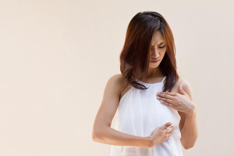 жінка груди