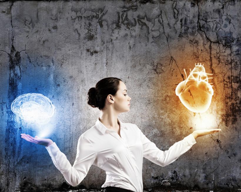 Женщина выбирает ум или интуицию