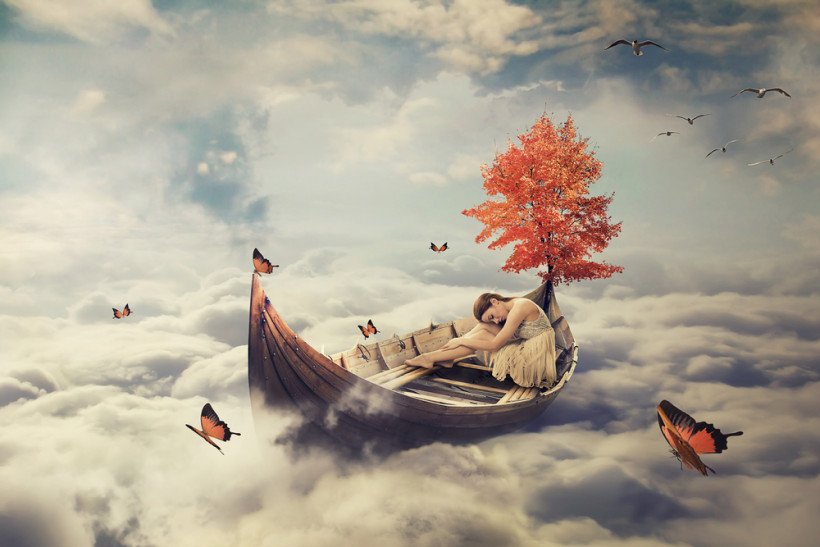 Фантастическая картинка - женщина в лодке