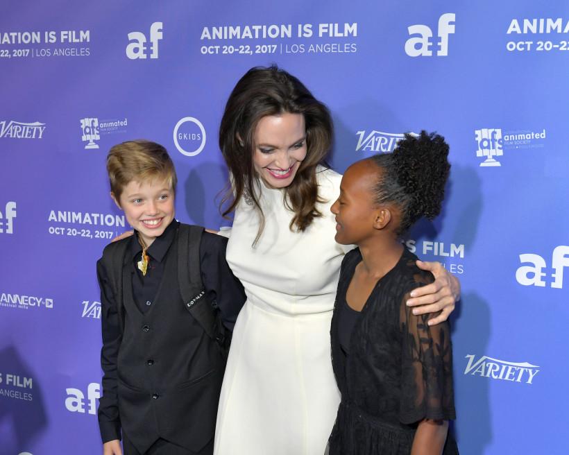 Джоли с дочками