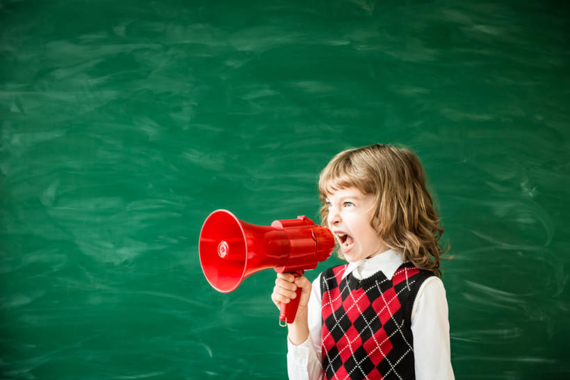 Ребенок в школе кричит