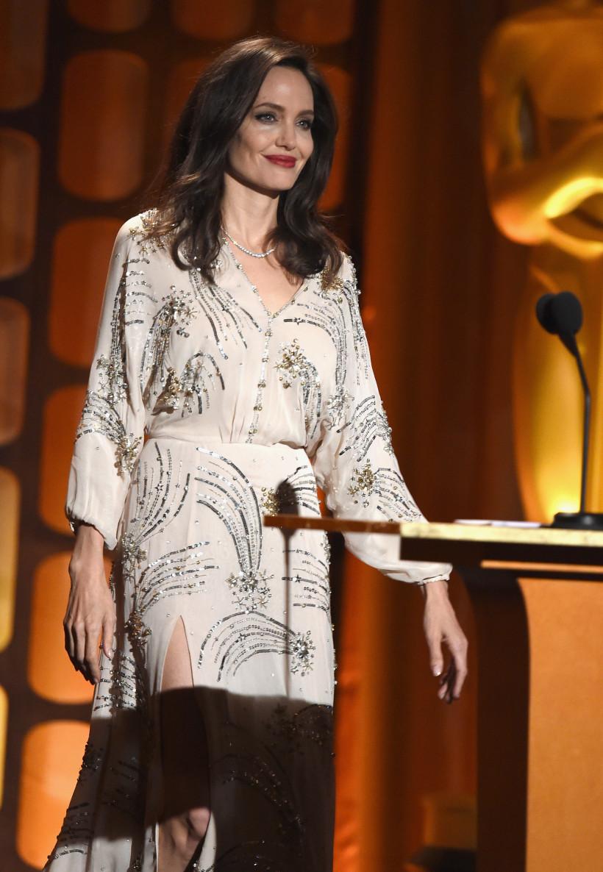 Джоли в красивом платье