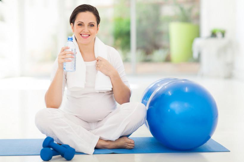 вагітна фітбол