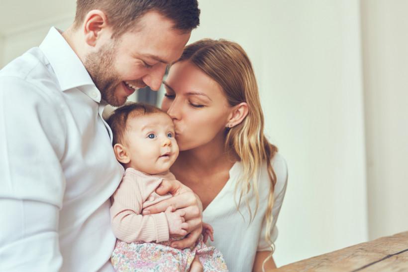 Мама и папа с младенцем