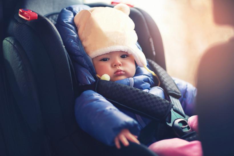 ребенок в машине зимой