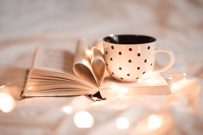 Книга и чашка - как поднять настроение