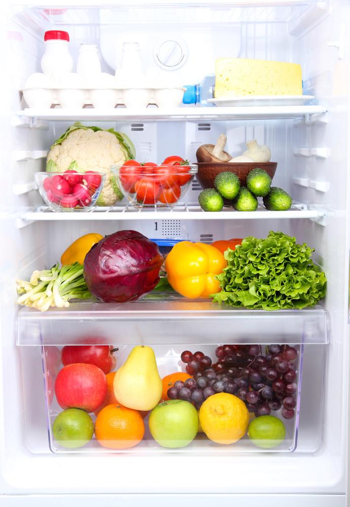 їжа у холодильнику